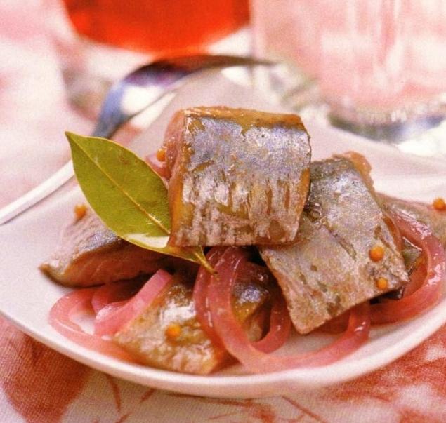Как приготовить сельдь в винном соусе в домашних условиях