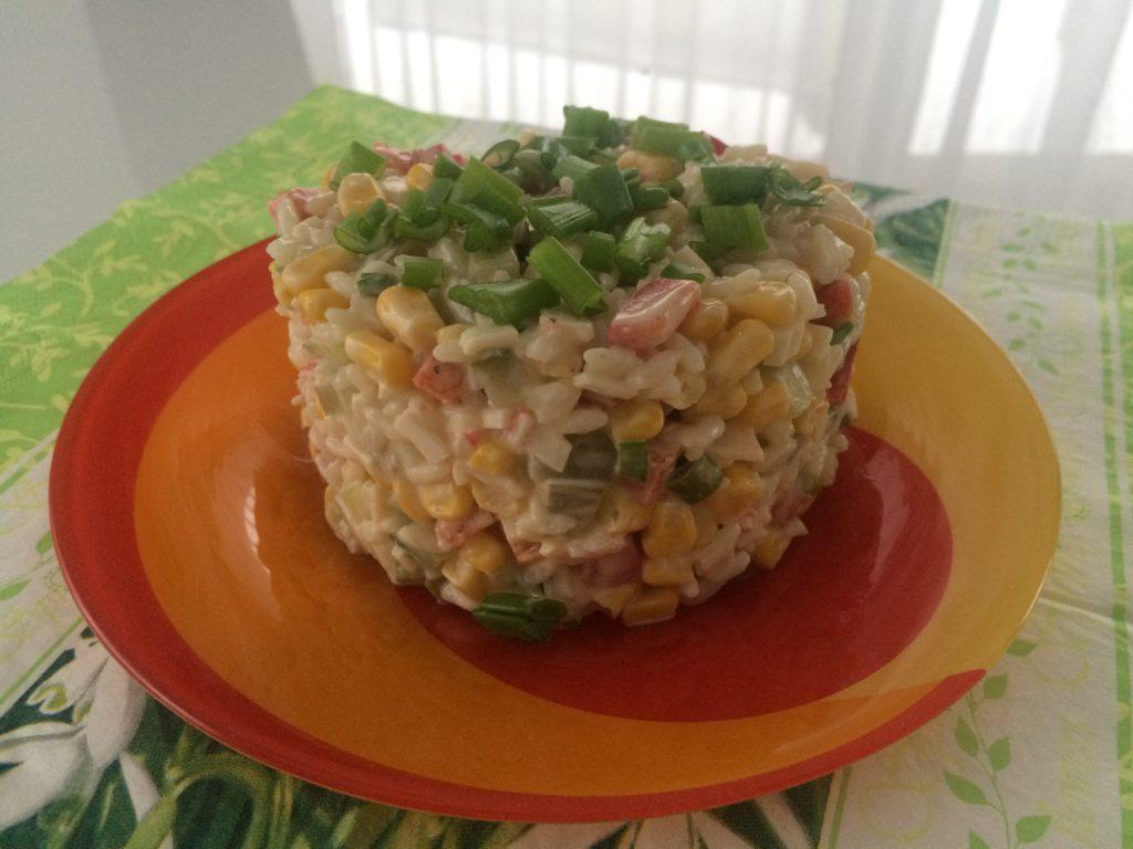 Салат крабовые палочки с огурцом и рисом рецепт с
