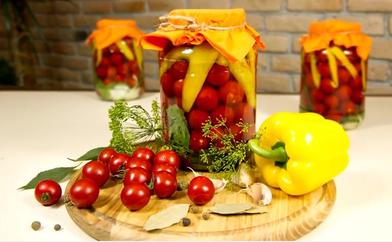 Зеленые помидоры на празнечном столе