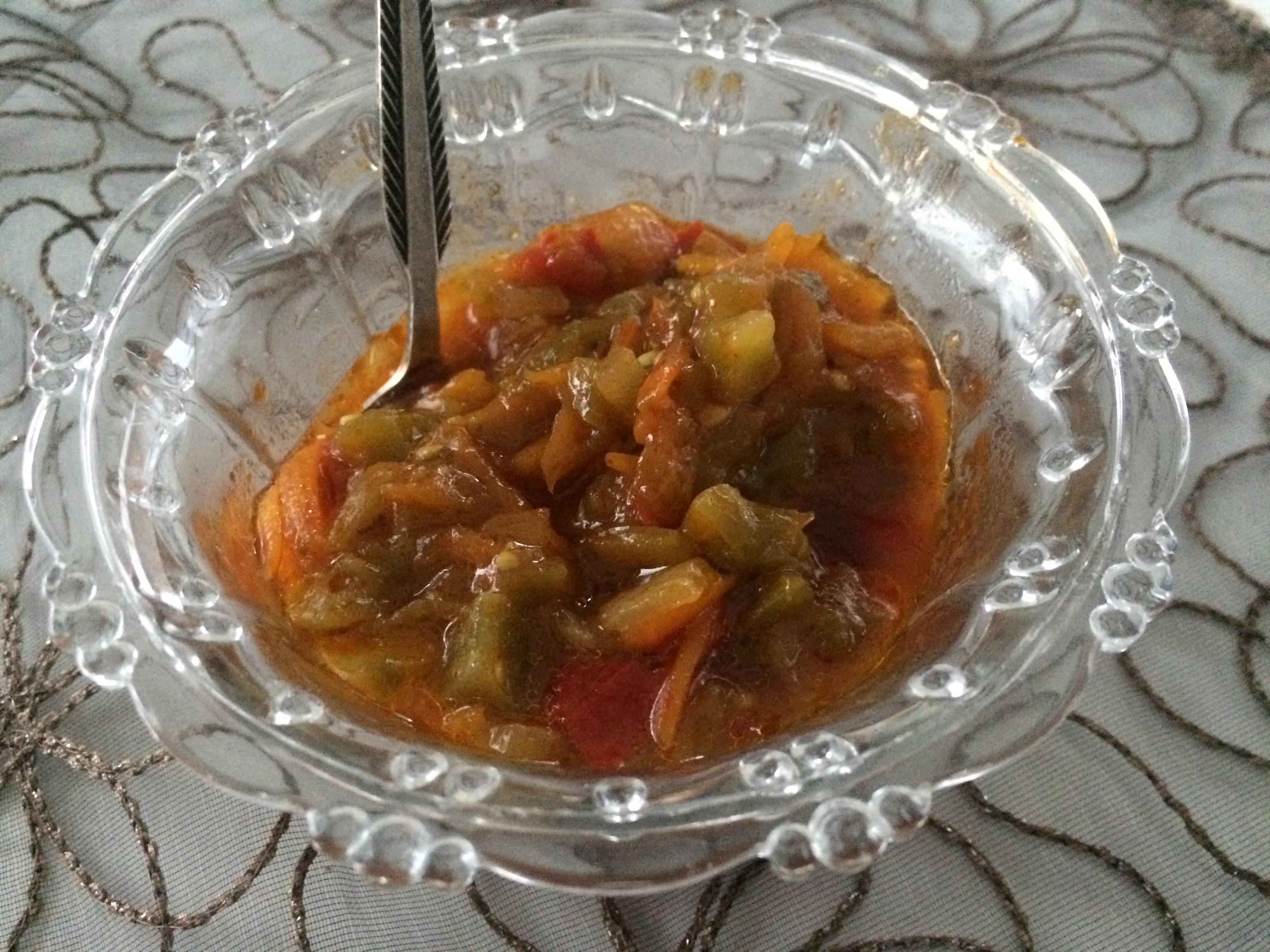 Салат с зелеными помидорами и болгарским перцем
