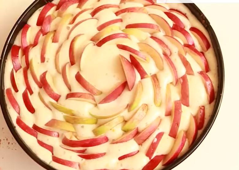 Рецепт шарлотки на кефире с яблоками в мультиварке
