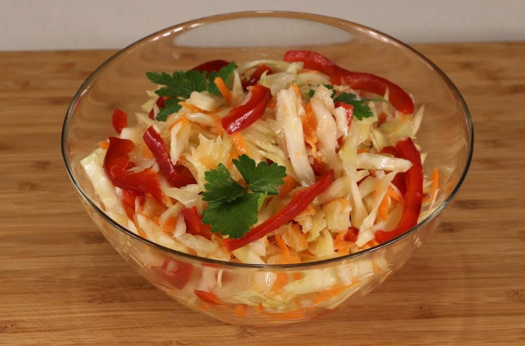 Маринованная капуста с морковью и без, рецепт с чесноком
