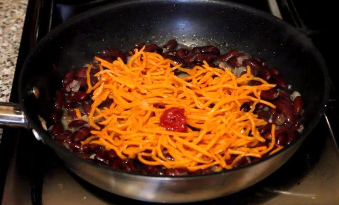добавляем корейскую морковь