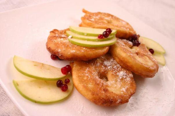 оладьи с яблоками кольцами