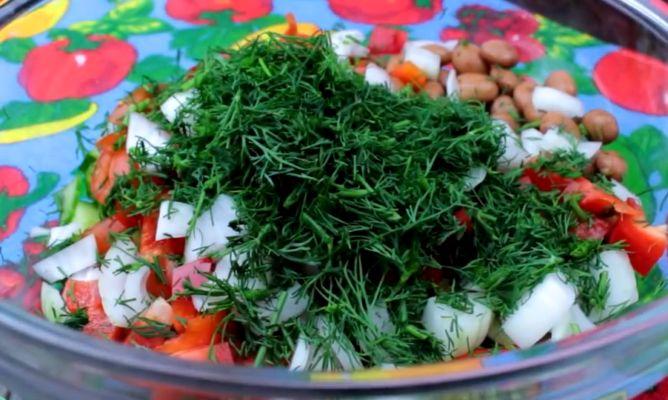 свежий укроп в фасолевый салат