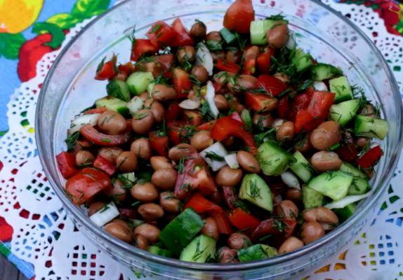 фасолевый салат с огурцом и помидором