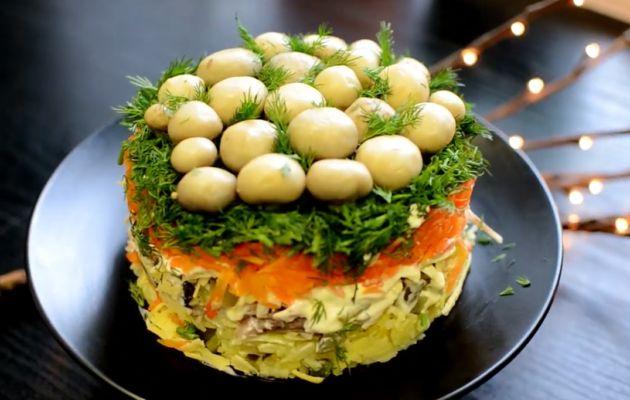Салат «Грибная поляна» — 8 классических рецептов слоеного салата