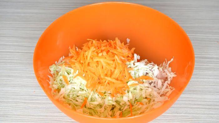 морковь натираем на терке