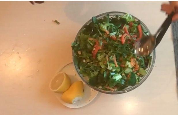 все ингредиенты кладем в салатницу