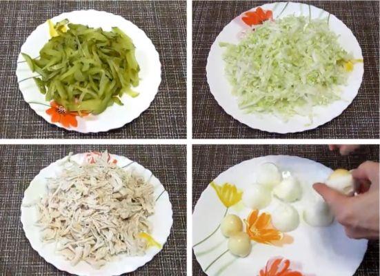 маринованные огурцы, капусту, курицу нарезаем соломкой