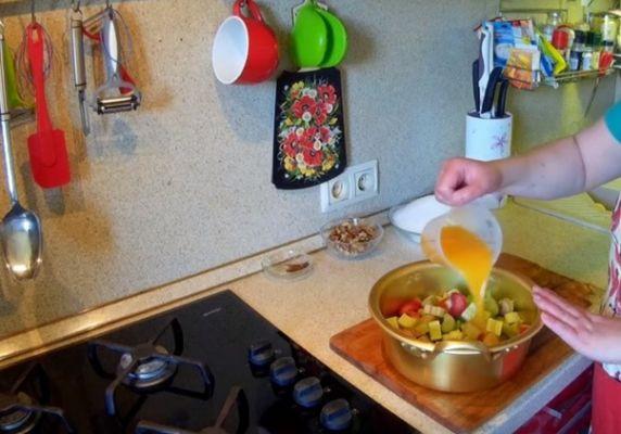 заливаем апельсиновым соком