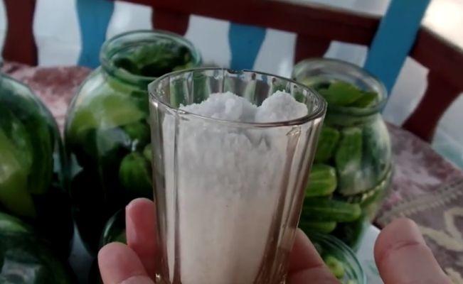 растворяем соль в воде