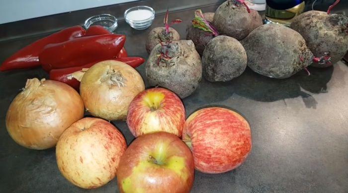 свекла, яблоки, перец и лук