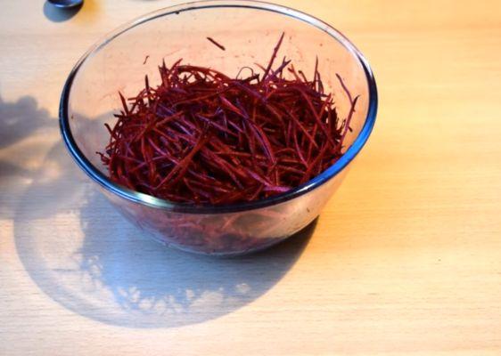 свеклу натираем на терке для корейской моркови