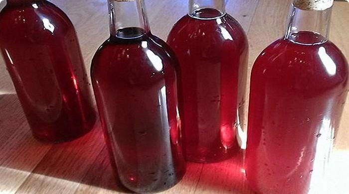 готовое вино разливаем по бутылкам