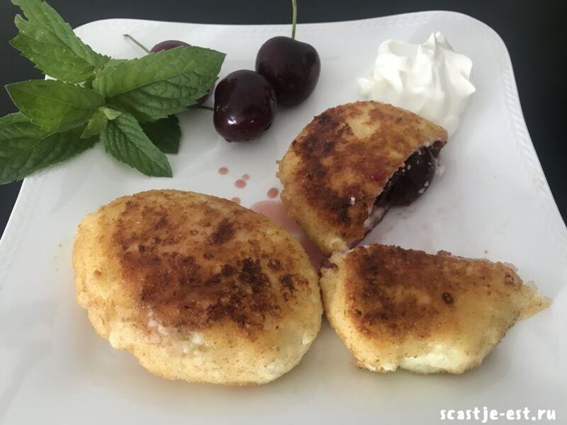 сырники на сковороде с вишней