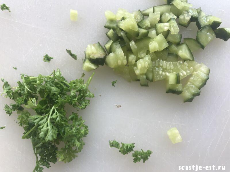 соус с зеленью и огурцом