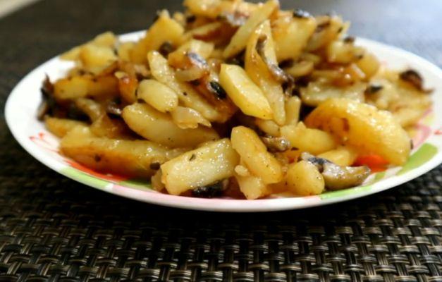 картофель жаренный с шампиньонами
