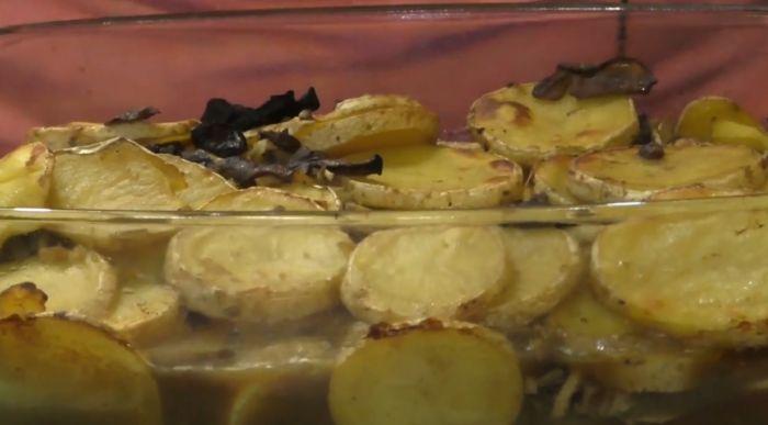 картофель с сушеными грибами