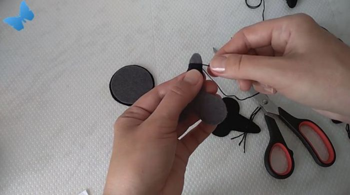обмотаем носик черной пряжей