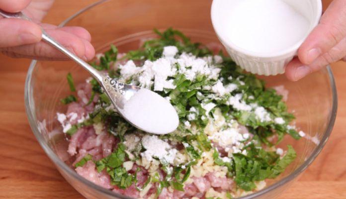 добавляем соль, перец