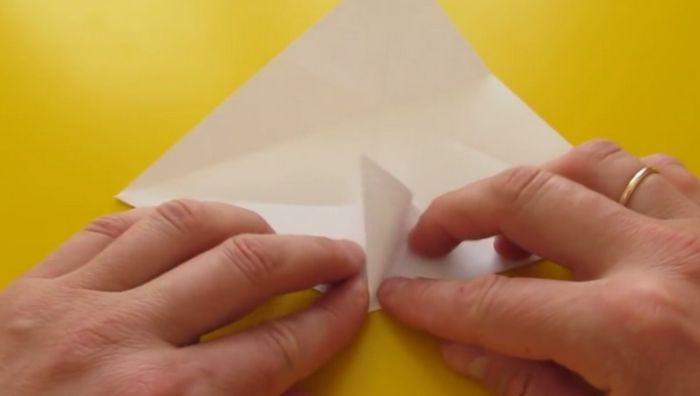 сгибаем лист для ушка