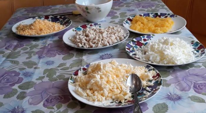 ингредиенты для салата измельчаем