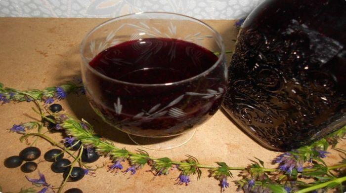 вино из черноплодки с водкой и вишневыми листьями