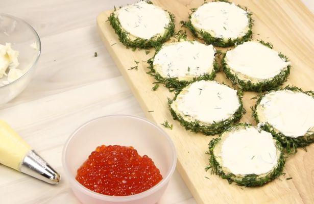 смазываем сыром