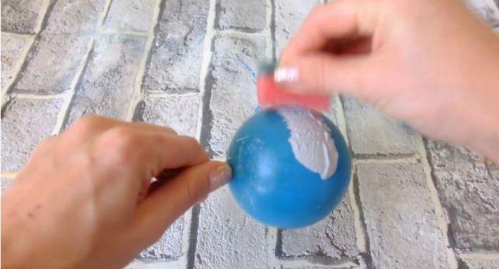 красим воздушный шарик