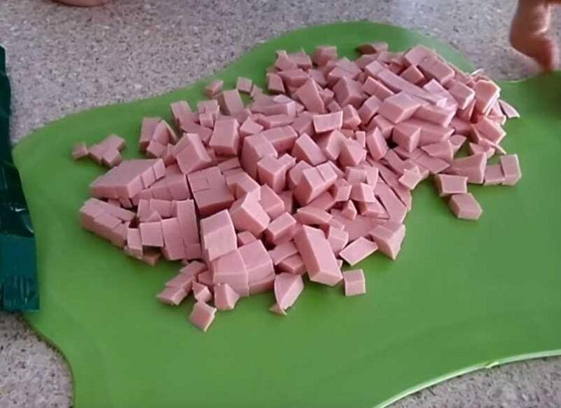 Пицца с колбасой и сыром - 5 быстрых и вкусных рецептов приготовления
