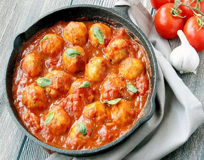 Тефтели с подливкой – 5 вкусных рецептов на сковороде