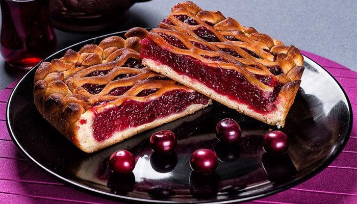 Пирог с вишней в духовке — самые вкусные и простые рецепты